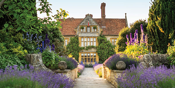 https://www.americanway.com/public/uploads/Best-Country-House-Hotels-Belmond-Le-Manoir-Courtesy-of-Belmond-Le-Manoir-aux-Quat-Saisons-Oxfordshire.jpg