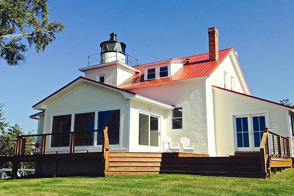 https://www.americanway.com/public/uploads/Lighthouse%20Stays-Eagle-River-Lighthouse-Courtesy-of-airbnb.com.jpg