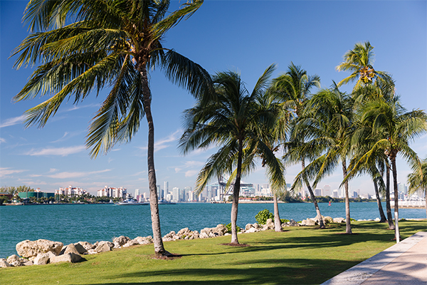 https://www.americanway.com/public/uploads/Miami%20Local%20Takes_South%20Pointe%20Park_Jessica%20Sample.jpg