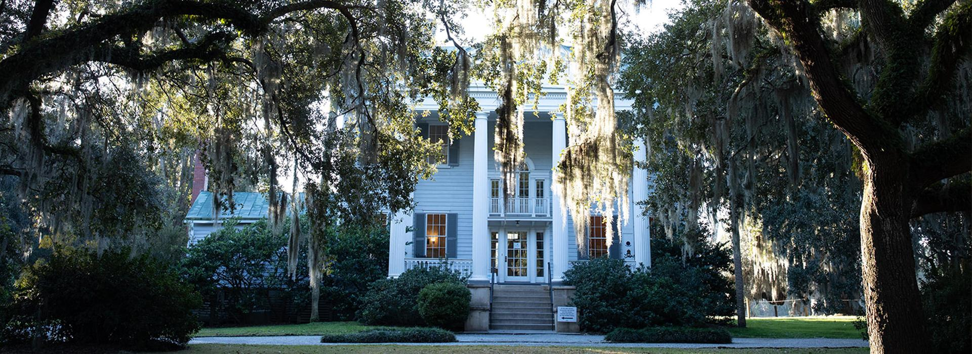 A descendant of an enslaved person tours Charleston's plantations